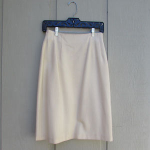 100% Pure Wool Vintage Cream Pensil Skirt!
